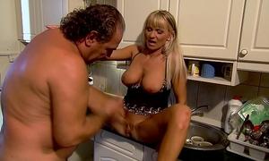 Mature mommy copulates in kitchen - winnie