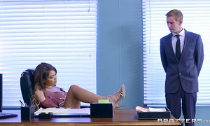 Brazzers - cassidy banks receives some large white 10-Pounder at work