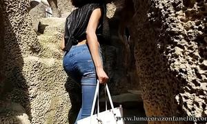 Tour guide blow her client