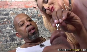 Harmoni kalifornia takes a large dark 10-Pounder in front of a cuckold