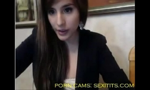 Sexi white women with large arse masturbate and make a show at cam - sexitits.com