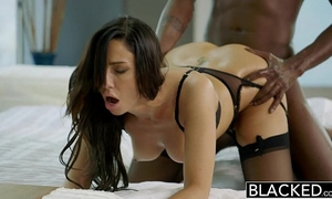 Blacked recent york escort tiffany brookes acquires facial from large dark 10-Pounder