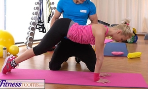 Fitnessrooms bendy golden-haired bows over for her personal tutor
