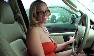 Wife copulates stranger in backseat