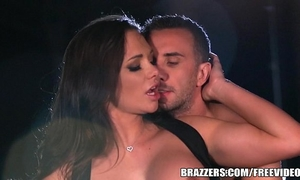 Brazzers - destiny dixson gives cabby a wonderful tip