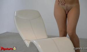 Incredible large muff masturbating to agonorgasmos with a hitachi