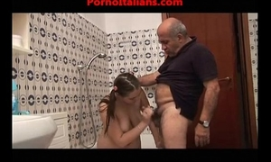 Ragazza troia scopa con vecchio porcoslutty wife copulates with old pig