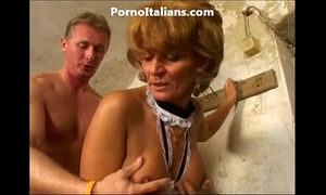 Old white lady enjoys getting drilled from behind vecchia signora gode scopata dietro