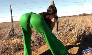 Unbelievable body lalin girl! natural zeppelins! cameltoe! round butt