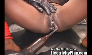 Wild ebon whore shocked and drilled!