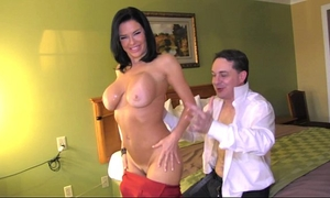 Squirting: veronica avluv cums in the face hole of andrea diprè