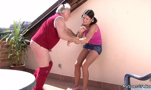 Older fellow fucking younger woman from behind