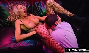 Kelly madison - bimbo milf courtney taylor screwed hard by james deen