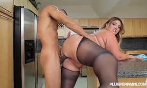 Big ass lalin girl bbw wears stocking and copulates in kitchen