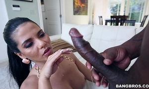 Thick lalin girl rose monroe bonks with a bbc