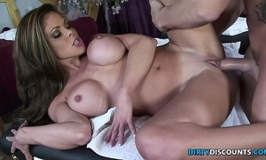 Squirting milf fucked on the massage table