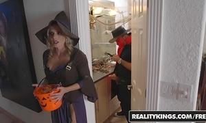 Realitykings - mommys team fuck teenies - halloweeny